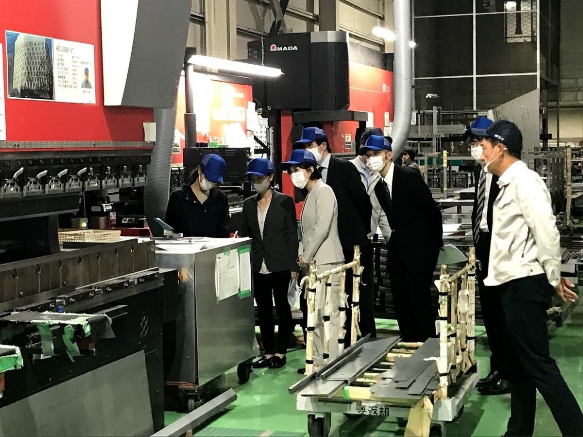 社外研修会として大阪にて金属パネル曲げ加工の工場見学を実施しました